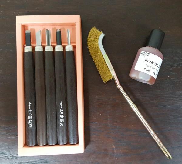 Cześć zestawu narzędzi do ręcznego tworzenia shari i jinów.